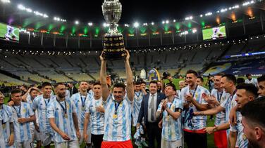 'Dibu' Martínez se rebela: Viajará para jugar con Argentina