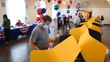 Inmigrantes hispanos en California, satisfechos con su participación cívica durante la elección revocatoria de Newsom