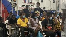 Llegan 120 inmigrantes haitianos a Houston y todavía esperan más