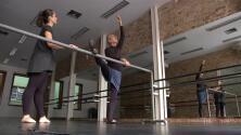 A los 80 años cumplió su sueño: aprender a bailar ballet
