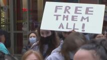 """""""El tiempo es ahora"""": cientos de personas en Chicago marchan para exigir a Biden una reforma migratoria"""