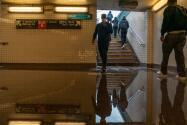 La MTA se prepara ante posibles inundaciones en el metro de Nueva York