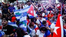 """""""No hay marcha atrás"""": una ola de cubanos colmó la Torre de la Libertad para exigir el fin del régimen"""