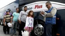 Envían en autobuses a cientos de indocumentados centroamericanos desde EEUU a México