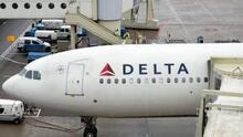 """Delta Air Lines pide a otras aerolíneas compartir su lista de pasajeros rebeldes """"para proteger a los empleados de toda la industria"""""""
