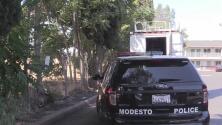 Trabajadores de Caltrans hallan cuerpo en lote baldío de Modesto