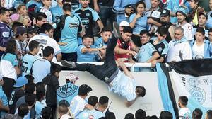 Se entregó a la policía presunto autor intelectual del homicidio de un hincha argentino