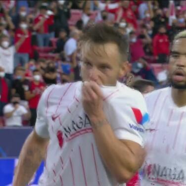 ¡Eso le pasa al Salzburg por perdonar! Rakitic pone el 1-1 de penalti