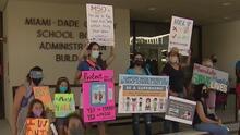 """""""Si exigen otras vacunas y uniformes, ¿por qué no pueden exigir máscaras?"""": padres de Miami-Dade"""