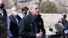 """""""Es más que una crisis"""": congresistas republicanos arremeten contra Biden tras visitar la frontera en El Paso, Texas"""