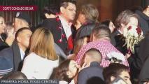 Decenas de parejas se dan cita para una boda masiva en San Antonio