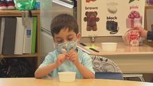 Asociaciones que defienden a niños discapacitados entablan demanda para exigir el uso de mascarillas en escuelas
