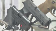 Proyecto de ley que permitiría portar armas sin licencia es aprobado en comité especial del Senado