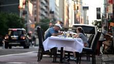 Polémica en NYC: algunos piden mantener los restaurantes abiertos, pero otros se oponen rotundamente a la medida