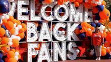 Fanáticos de los Astros disfrutan de un evento gratuito de celebración por el paso a la Serie de Campeonato