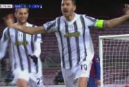 Bonucci anota y el fuera de lugar salva al Barcelona de una golea 0-4