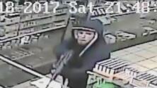 Video muestra el robo a tienda con un rifle de asalto