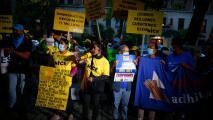 """""""Vamos a seguir aquí"""": inmigrantes planean continuar manifestándose frente a la casa de Chuck Schumer"""