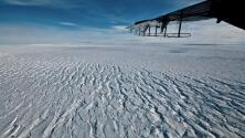 Imágenes satelitales muestran el dramático derretimiento de un glaciar clave en la Antártida