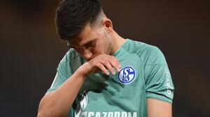 Ultras lanzan huevos a jugadores del Schalke tras el descenso
