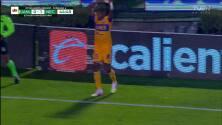 ¡GOOOL! Carlos Salcedo anota para Tigres.