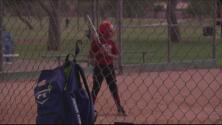 Promesas del futuro: entusiasta equipo de softbol de niñas