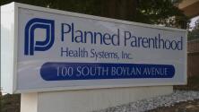 En un minuto: Trump prohibirá fondos federales a centros que practiquen abortos