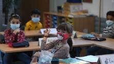 """""""Yo trato, pero él no se deja"""": gobernadora de Nueva York ordena el uso de mascarillas para estudiantes de prekínder"""