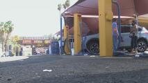 Un negocio de lavado de autos tendrá que pagar miles de dólares en sueldos atrasados a 15 empleados latinos