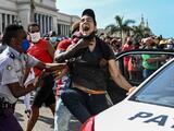 """""""Ganamos una batalla, todavía faltan miles"""": Cuba reprime las protestas, pero algunos no ven una vuelta atrás"""