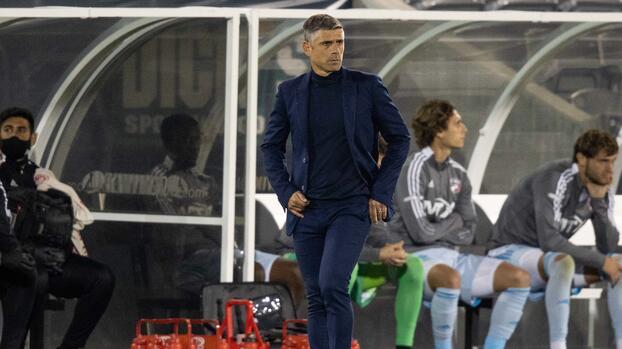 Luchi González dejo de ser el director técnico del FC Dallas