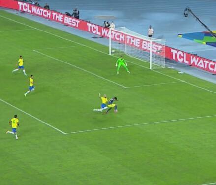 Por poco Neymar le hace penalti a Luis Díaz