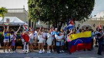 """""""Lo hacemos por nuestras familias"""": La Pequeña Habana vivió una nueva jornada de protestas en apoyo a Cuba"""