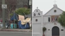 """""""Han tomado posesión del área"""": preocupación entre feligreses por campamento de indigentes cerca de una iglesia"""