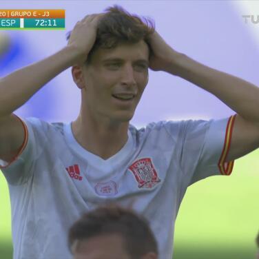 ¡Otro autogol de Eslovaquia! Juraj Kucka 'concreta' el 0-5 de España