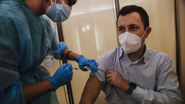 Por qué los resultados de la vacuna de Pfizer asoman el comienzo del fin de la pandemia