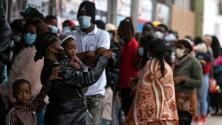 """""""Lo único que estamos buscando es documentación"""": cientos de migrantes haitianos tratan de regularizar su estatus en México"""