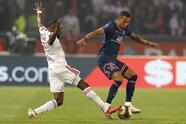 Paris Saint-Germain obtiene victoria de último minuto sobre el Lyon 2-1, durante la Jornada 6 de la Ligue 1. Lucas Paquetá le daba la victoria al equipo visitante, sin embargo, tras el penal cobrado de Neymar, ya se igualaban las cosas en el Parque de los Príncipes. Fue al minuto 90+3' cuando Mauro Icardi logró hacer el segundo gol y darle la victoria a les bleus.