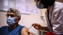 Nueva York podría multar o encarcelar a quienes se nieguen a recibir la vacuna contra el covid-19