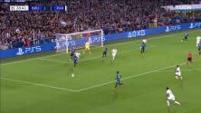 ¡CERCA! Lionel Messi disparó que se estrella en el poste.
