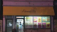 Vandalizan la fachada de una panadería en el vecindario de Pilsen: todo quedó captado en video