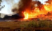 Tornados y lluvias de fuego: las amenazas que enfrentan los bomberos que combaten los incendios en California