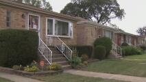 Denuncian que ladrones se hacen pasar por proveedores de servicios para robar a adultos mayores en Albany Park