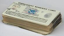 Desde correos hasta promesas de 'green card': las principales estafas en la lotería de visas