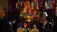 ¿Sabes cuáles son los elementos que lleva un altar de Día de los Muertos?