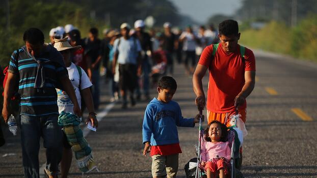 """El DHS reconoce que utiliza """"recursos de inteligencia"""" para detectar y frenar caravanas de migrantes a EEUU"""
