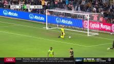 Gran remate de 'Chicho' Arango se desvía y termina en la red para el tercero del LAFC