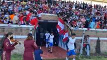 ¡Mariachi y autógrafos a fans! Chivas se luce en Ameca