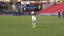 ¡Expulsión! El árbitro saca la roja directa a Patrick Burner.