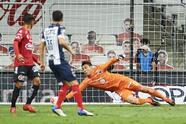 Monterrey termina con la agonía de Tijuana y con gol de Vincent Janssen desde los once pasos, los Rayados empatan con Xolos el partido, pero ganan en el marcador global y se llevan un nuevo trofeo a casa.
